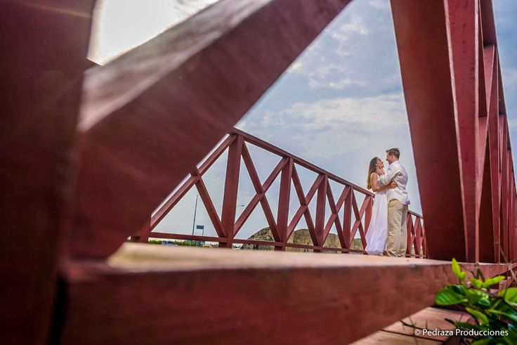 Prewedding in Centro historico - Cartagena de Indias #prewedding #weddingphoto #weddingdestination # #lovely #cartagena #destination #pedrazaproducciones #peperojano #weddingphotographer
