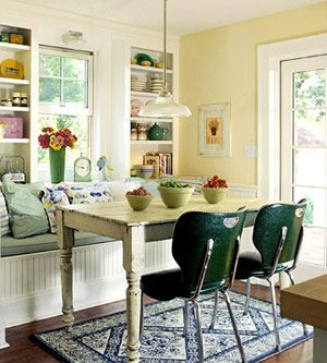cottageCottages Kitchens, Dining Room, Yellow Wall, Room Inspiration, Breakfast Nooks, Windows Seats, Built In Seats, Families Breakfast, Breakfast Room