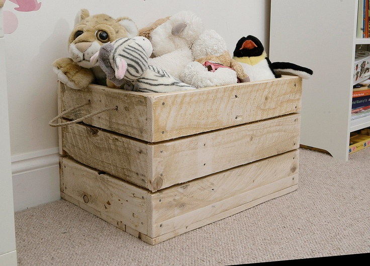 Crate toy box made from recycled pallets god save the for Toy pallets