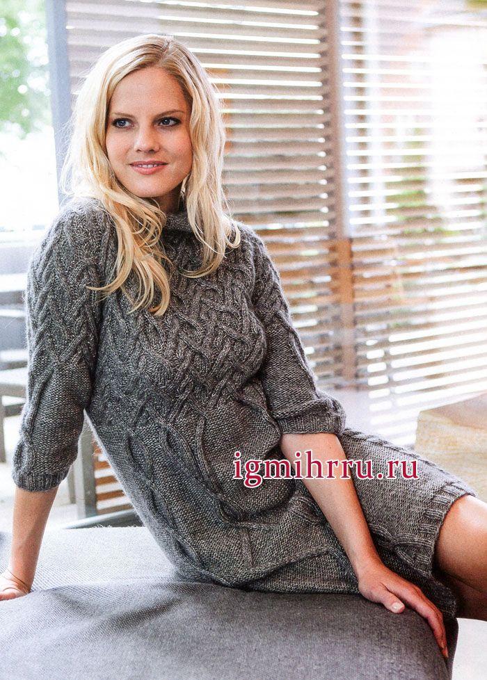 Уютное серое платье с узорами из кос и рукавами 3/4. Вязание спицами