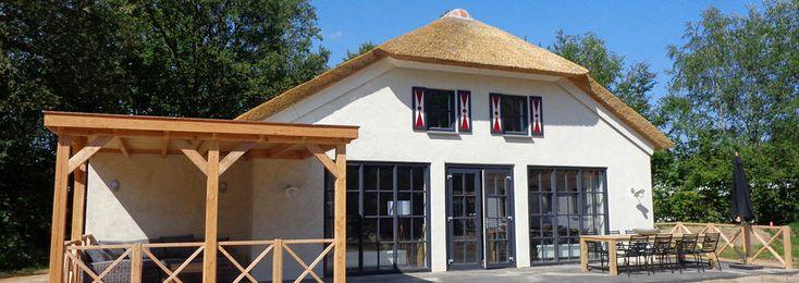 Voor grote gezinnen met dierenliefhebbers is deze vakantieboerderij met sauna op het vakantiepark Dierenbos een prachtige accommodatie voor 8 personen.