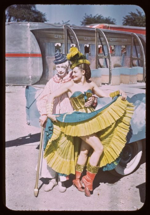 Circus love, 1949 40s 50s color photo print ad found street life fashion yellow blue red dress busier burlesque