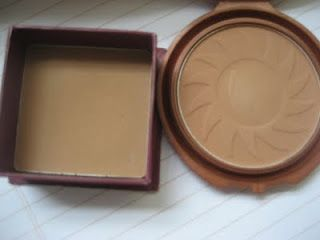 Left is a High end contouring shadow from hoola. Right is a drug store version.