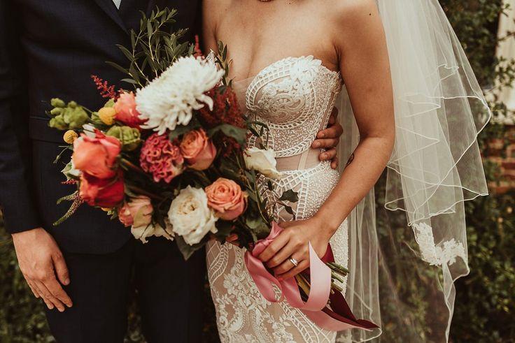 Ein Pallas Couture Brautkleid für eine lustige und farbenfrohe Sommerhochzeit   – Wedding ♡