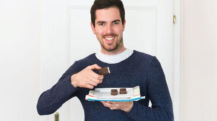 Brouzdáte mezi regály a přemýšlíte, kterou z mléčných tyčinek byste dětem koupili? A co takhle žádnou? Lahodné tvarohové tyčinky obalené čokoládou totiž hravě vykouzlíte doma. A děti nadchnete!