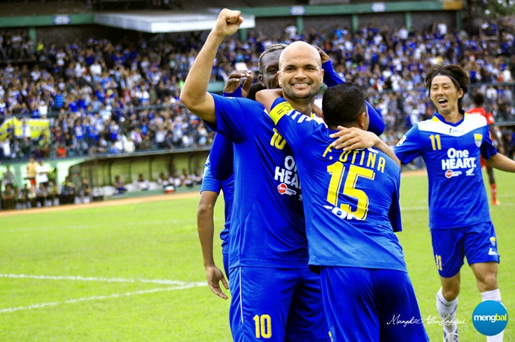 Persib vs Psps : The shade of the shirt may have changed, but Sergio Van Dijk remains a red-hot Dutch master after marking his first home debut.