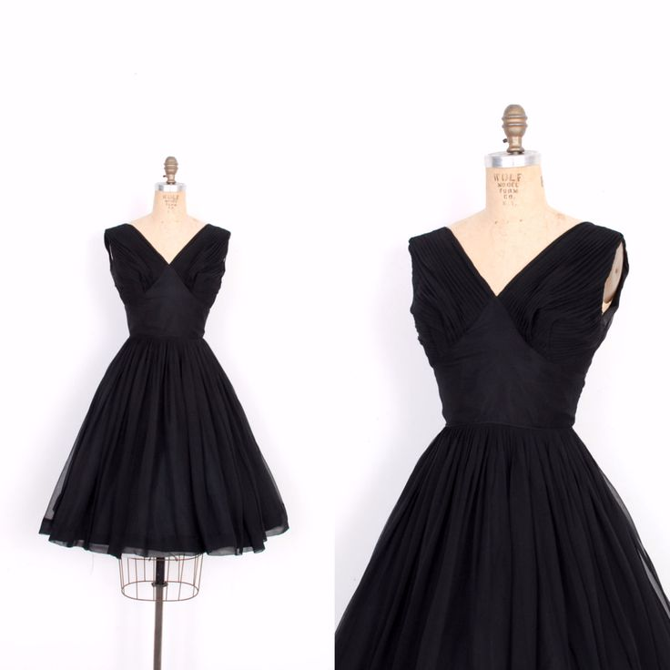 Vintage jaren 1950 jurk / 50s zijde Chiffon partij jurk / Black (kleine S)  Prachtig jaren  50 partij gedaan in floaty zwarte zijde chiffon