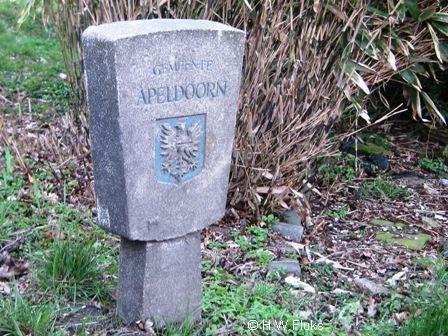 Loenen op de Veluwe - Gemeente Apeldoorn → Hierlangs verlaat je de - toen - grootste gemeente van Nederland (in oppervlakte).