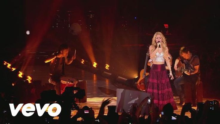 Shakira - Nothing Else Matters/Despedida Medley (Live from Paris) - YouTube