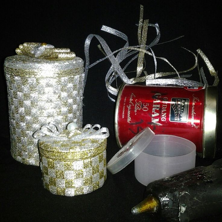 This is what you can do with your ex-cigar can and ribbon roller