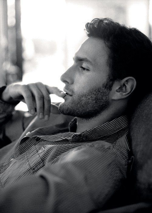 Noah Mills Photo Gallery : The Berry