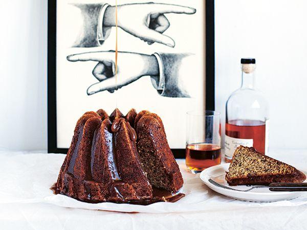 Banankaka med varm bourbonsås | Recept.nu