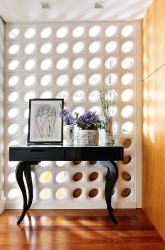 Reforma de apê com 100 m² tem cor, cerâmicas, janelões e cobogós - Casa e Decoração - UOL Mulher