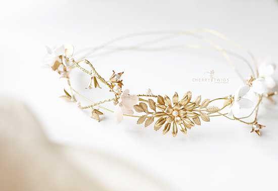 Diadema da sposa in oro con fiori.  Bride gold crown #wedding #bride #misposoamodomio