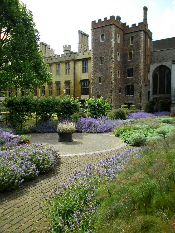 Lambeth Palace Chapel Garden - London, England