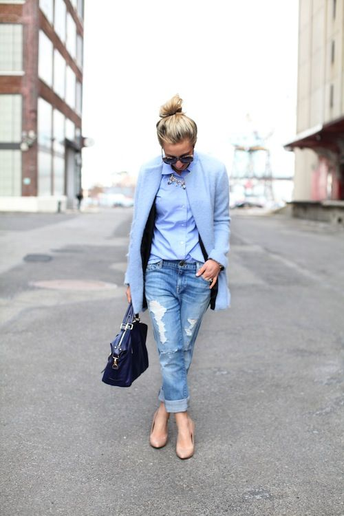 Pale blue coat, light button up, and light washed jeans with a dark bag, cute!