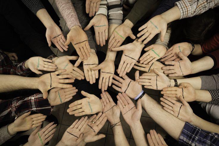"""To są nasze dłonie ✋✋✋✋✋✋✋, osób, które na co dzień pracują w #mirjan24  Dołącz do akcji i pomóż nam zebrać 40 tys. na projekt """"Mieszkanie Chronione"""". Zrób zdjęcie   swojej przekreślonej dłoni ✋  i udostępnij je z hashtagiem #LiniaProsta Organizatorem akcji jest Stowarzyszenie """"Bardziej Kochani"""" we współpracy z telewizją  #Lifetimepolska ➡  http://www.lifetimetv.pl/artykuly/liniaprosta-zrob-zdjecie-swojej-dloni-i-daj-szanse-na-samodzielne-zycie #zespół #downa…"""