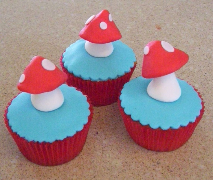 17 Best Images About Smurf Cupcakes On Pinterest