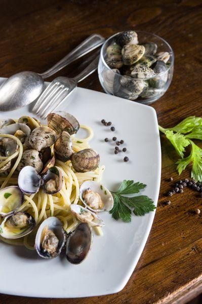 Spaghetti alle vongole www.hotelcisterna.it #ristorante #sangimignano #hotelcisterna #tuscany #italy #italianfood