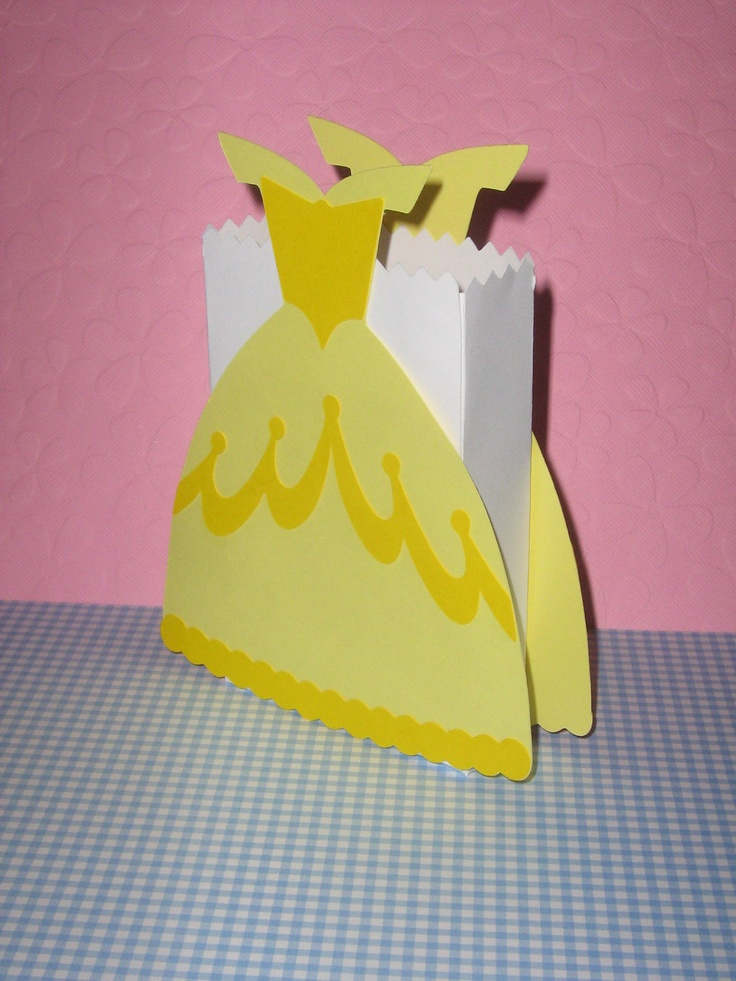 Princess Belle, Cinderella,Snow White, Sleeping Beauty,Princess and the Frog, Tiana favor bags for birthday parties, baby showers. $15.00, via Etsy.