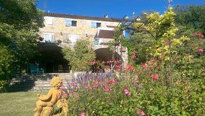 Jardin des Chambres d'hôtes et roulotte à vendre à Monoblet dans le Gard