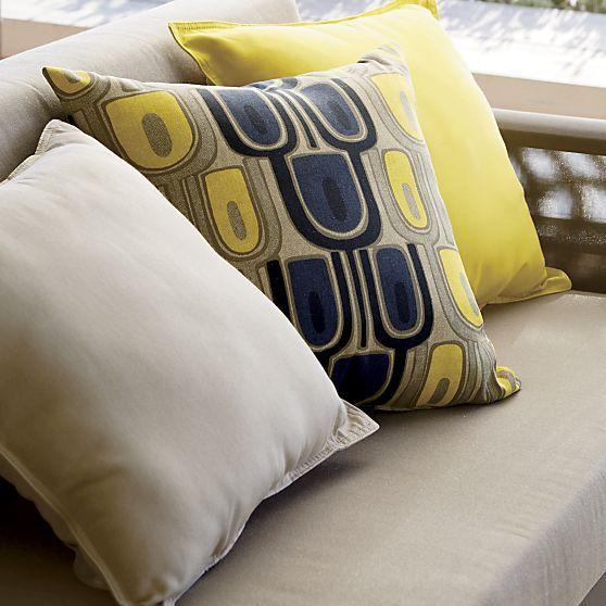 Best 25 Outdoor Pillow Ideas On Pinterest Deck Privacy
