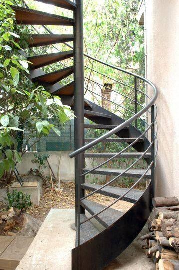 Escalier en fer forgé extérieur, colimaçon