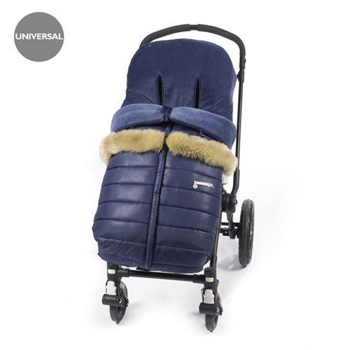 Funda Aspen azul ideal para cubrir la silla de paseo provista de saco para hacer frente al frío. Fabricado en nylon y velour para mayor protección contra el frio. Dispone de varias aperturas (ojales) y ajustes para adaptarla a la mayoría de la sillitas de paseo, convirtiendo el paseo de tu bebé seguro y confortable. Las fundas para silla de paseo están fabricadas conforme a las más exigentes normativas europeas. Los materiales utilizados son libres de colorantes azoicos y sustancias nocivas…