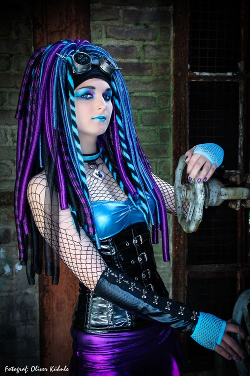 glossyfashionstuff:  CyberDark/Cybergoth | via Facebook op We...