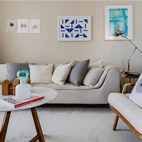 Sala de estar de @jc.arquiteto !! Destaque para o sofá Lolita !!#saccarorecife#saccaro#decor#decoração#designdeinteriores#arquitetura#interiordesign#homedecor#instadecor#design#instadesign#architecturaldigest#archdigest#onetofollow#hamptonsrealestate#instadecor#arquiteturapernambucana#interiores#arqdecor#luxo#detalhes#instaarch#instahome#saladeestar#sofa#sofalolita