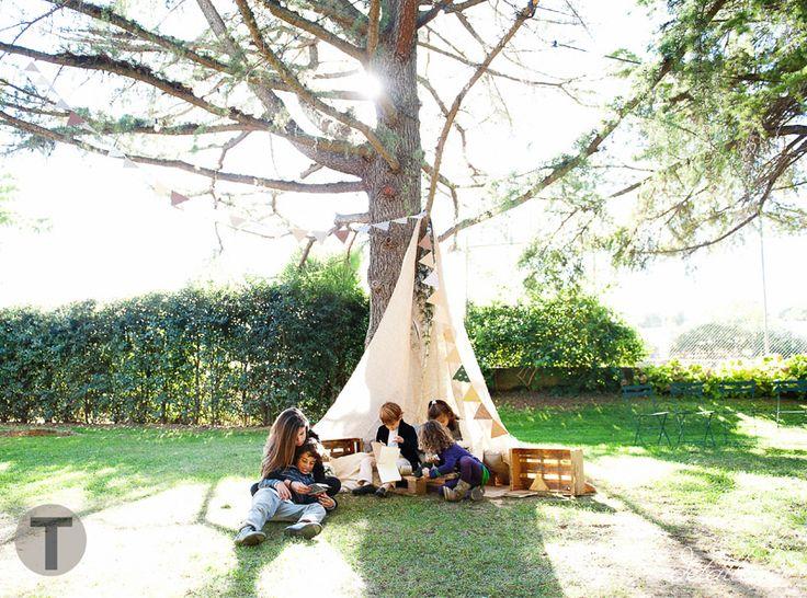 Tienda de campaña para niños en una boda Detallerie en Masia Ribas. Boda rústica. Fiestas infantiles  Rustic tent for kids in a wedding.: