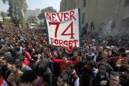 """جريدة الرئيس - فشل عمال الغاز في الوصول لماسورة أشعلها المتظاهرون """"بقصر النيل"""""""