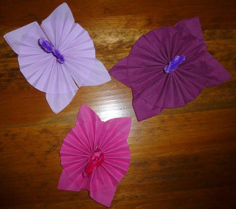 Pliage de serviette en papier en forme de cocarde vase fleur pinterest cuisine tutus and for Pliage serviettes papier noel