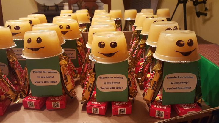 Bot for Team Umizoomi party favors. Juice box, raisin boxes, apple sauce, and fun size chocolates.