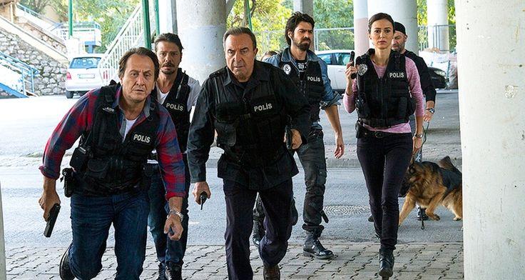 Arka Sokaklar  http://www.medyagurmesi.com/riza-babanin-komiseri-fetocu-cikti/#