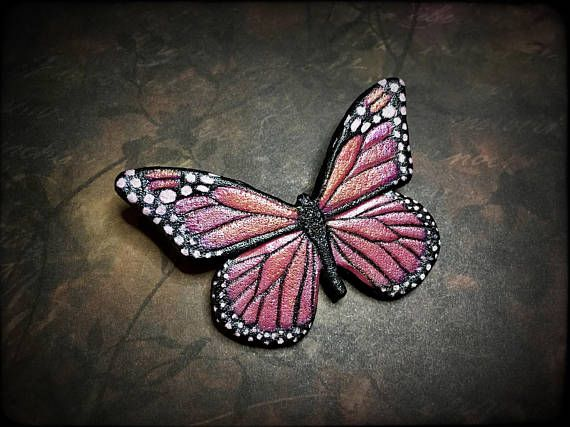 Pink butterfly tooled leather brooch (or hair barrette) by Gemsplusleather - 36.63€ #butterfly #monarch #monarchbutterfly #pink #handmade #handpainted #jewelry #brooch #pin #leather #leathercraft #gift