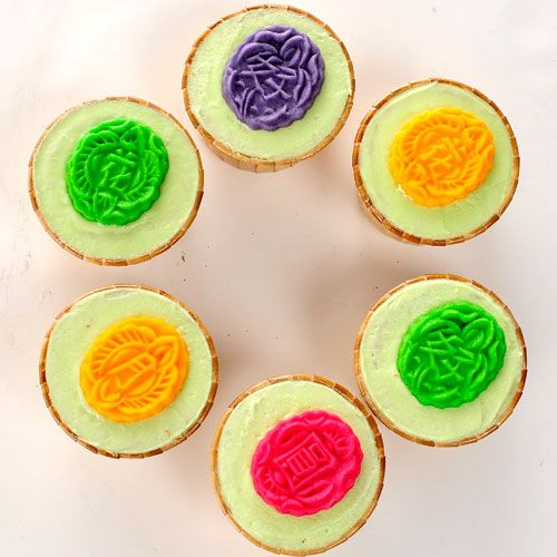 Recipe: Mooncake Cupcakes by Appolina Janice Lim. To celebrate Singapore's 48th birthday on Aug 9, The Straits Times asked 20 bakers and pastry chefs to create Singapore-inspired cakes with local ingredients. Go to http://www.straitstimes.com/STI/STIMEDIA/web/2013/ndcakes/index.html to see what they came up with. Photo: The Straits Times #food #cakes