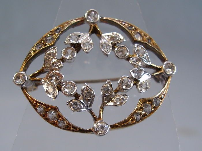 Online veilinghuis Catawiki: Antieke broche met fijn kwartskristal, rond 1910