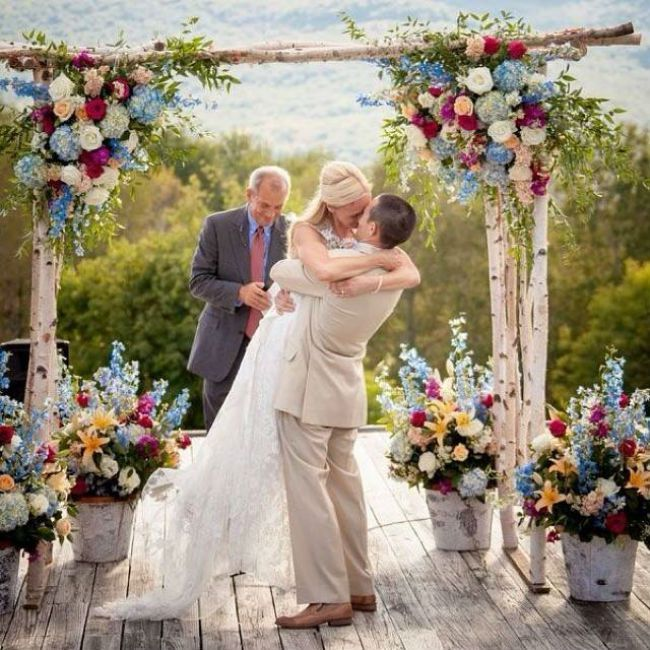 PHOTOS: 20 So-Pretty Ideas For a Dusty Blue & Cranberry Color Palette - Philadelphia Wedding