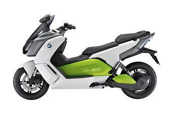 Il BMW con un potente motore elettrico. Il Maxi-Scooter elettrico BMW C Evolution rappresenta la nuova frontiera grazie ai suoi consumi ridotti, al basso impatto acustico e all'elevata autonomia. Scopri l'offerta per la tua azienda >> http://goo.gl/jNA0d2 #BMW #scooter #elettrico #Cevolution #energia #azienda #ambiente #motori