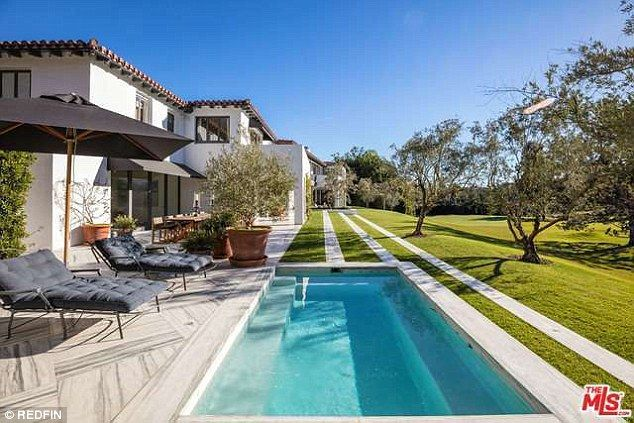 The Fullest house! Lori Loughlin  and her retail magnate husband Mossimo Giannulli recently listed an improved property for $35 million