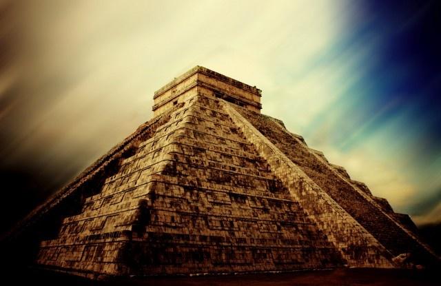 Чичен-Ица, политический и культурный центр майя на севере полуострова Юкатан (Мексика)