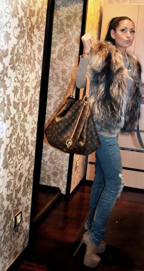 <3 the look. The fur vest, destroyed denim and the LV! #louisvuitton #lv #fauxfur
