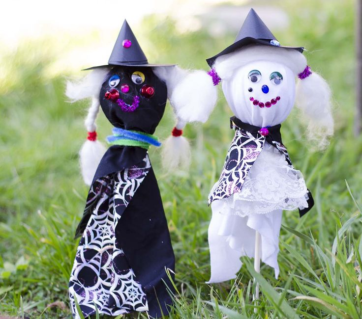 Trying out some kids Halloween crafts gives you a great excuse to pull out all those unused bits and bobs lying around the house to turn them into a little spooky fun.