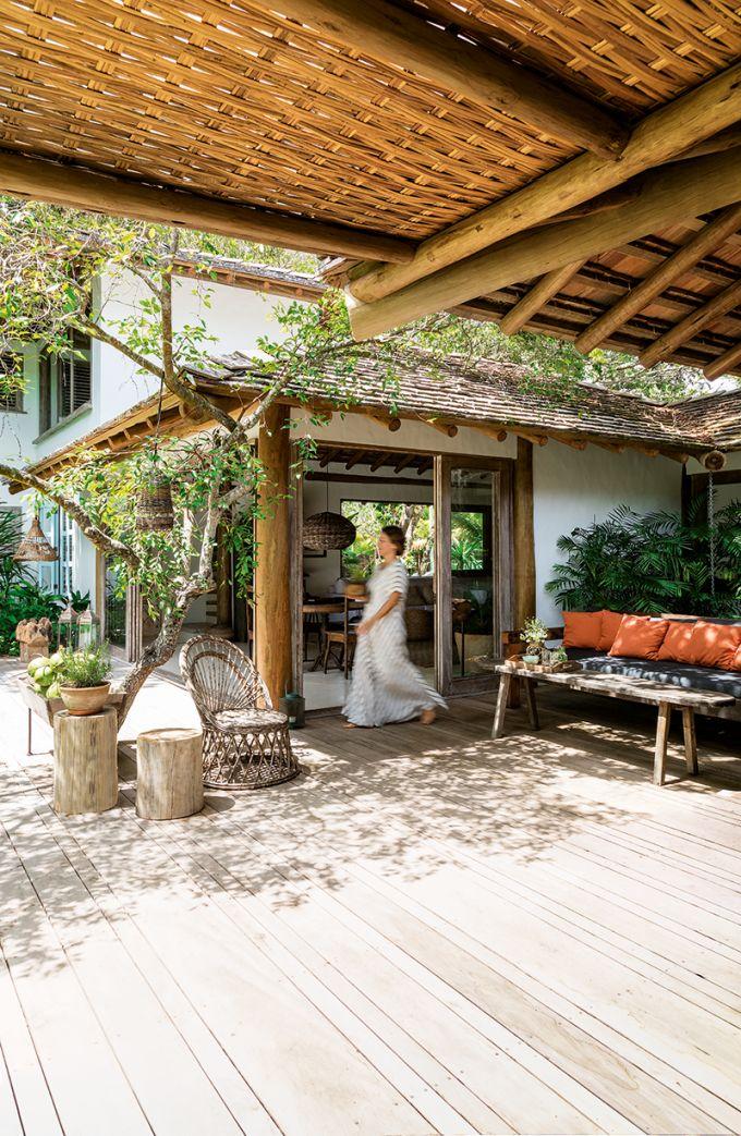 Apaixonados pelo calor baiano, casal constrói casa de
