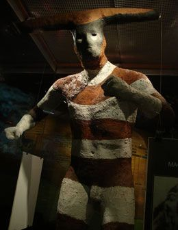Representation of a Selk'nam person during an initiation rite. These people lived in Tierra del Fuego and were decimated in the course of the 20th century.