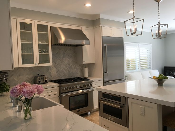White Cabinets With Crystal Pulls Thermador Appliances