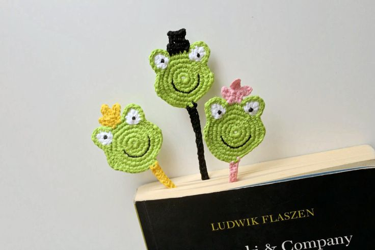 Frog Bookmark, Crochet Bookmark, Funny bookmark, Princess Frog bookmark, Green bookmark by PetyaTwinkles on Etsy
