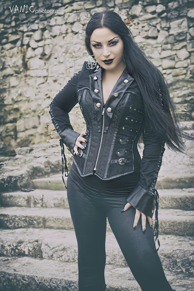 Model: Kali Noir Diamond Photo: Vanic Photography Corset: The Violet Vixen Earrings: Killstar Welcome to Gothic and Amazing | www.gothicandamazing.com