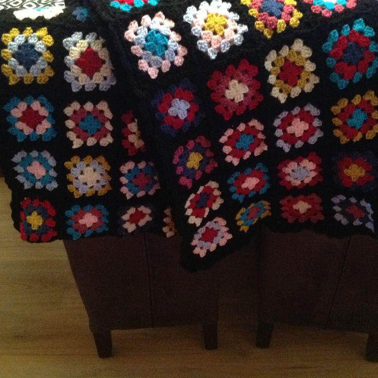 Sjaal gehaakt van granny squares. Het patroon is afkomstig van Wolplein.
